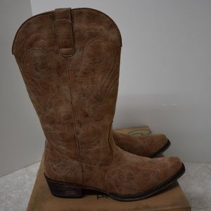 Roper Shoes - Roper Women's Riley Tan Faux Leather Boots 10.5